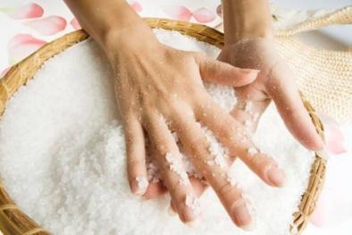điều trị tê bàn tay bằng